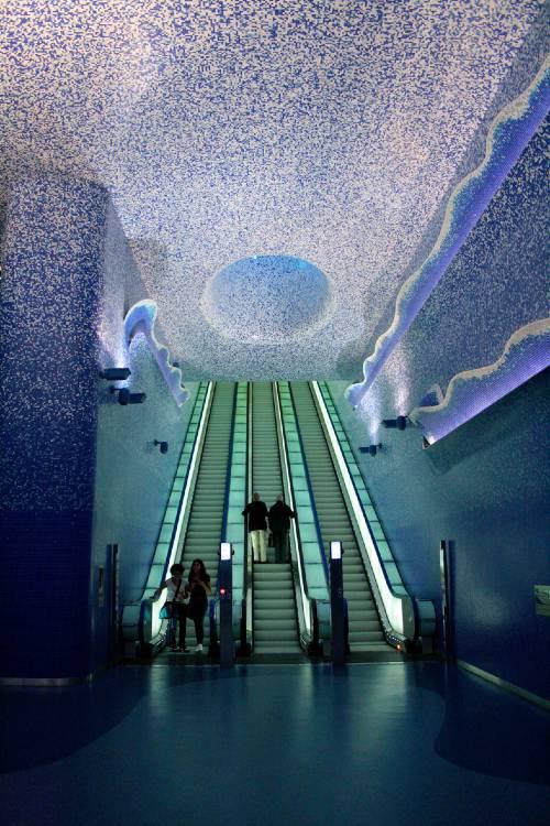 stazione metropolitana toledo napoli